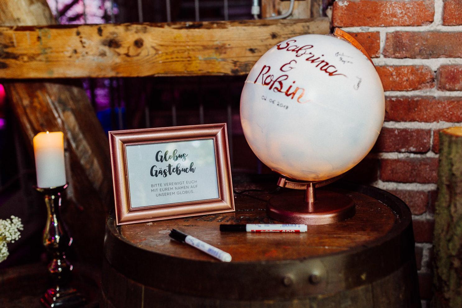 DIY Idee Hochzeit Globus Gästebuch