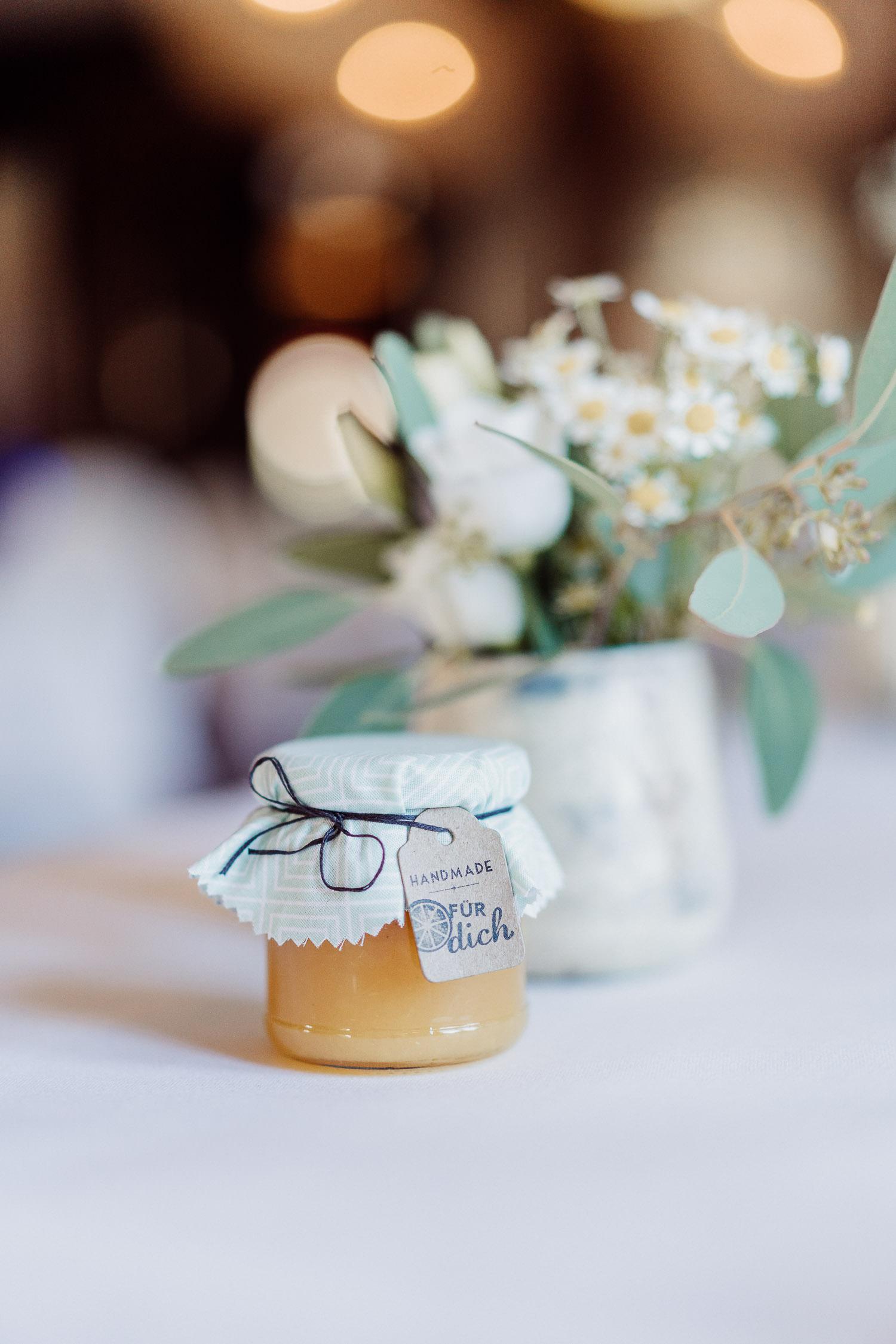 DIY Hochzeitsidee Gastgeschenk gelbe Marmelade