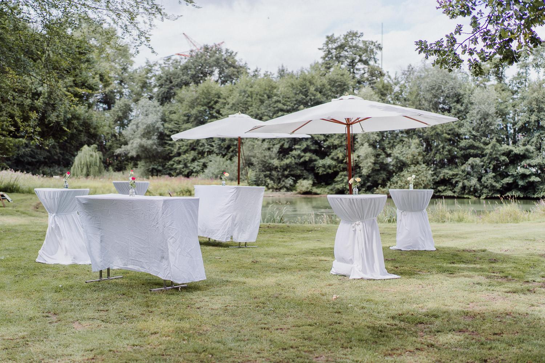 Stehtische am See für Hochzeitslocation Meierhof Rassfeld