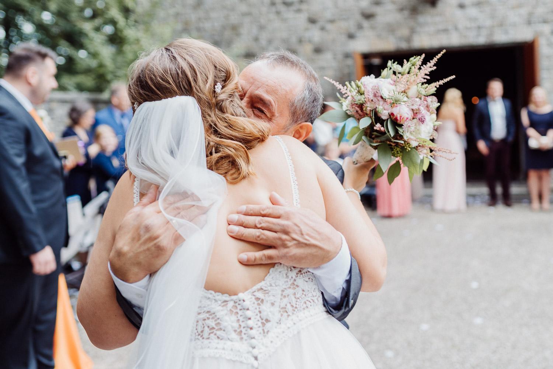 Hochzeitsfoto Gratulationen vor der Markuskirche Hoberge