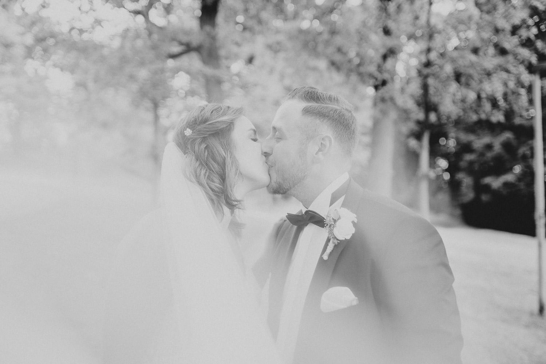 Hochzeitsfoto unter dem Schleier