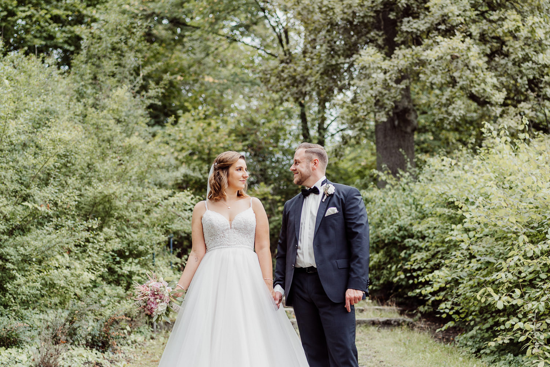 Hochzeitsfoto in der Natur in Bielefeld