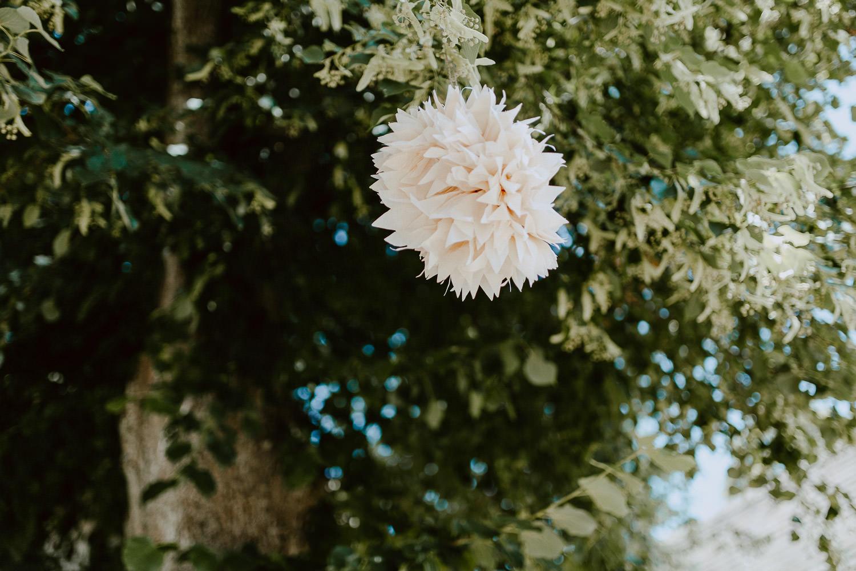 Hochzeitsdeko im Baum