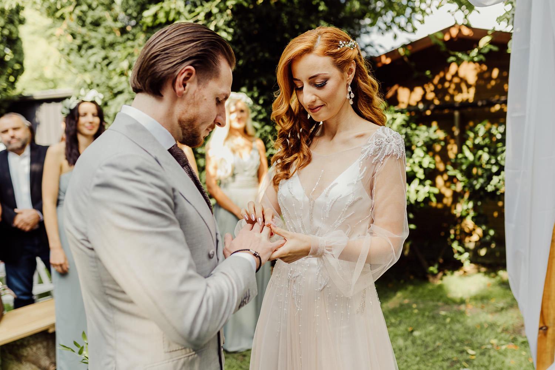 Brautpaar beim Ringtausch eventcenter bad oeynhausen