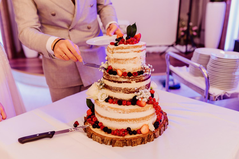 Hochzeitstorte mit Waldbeeren naked cake