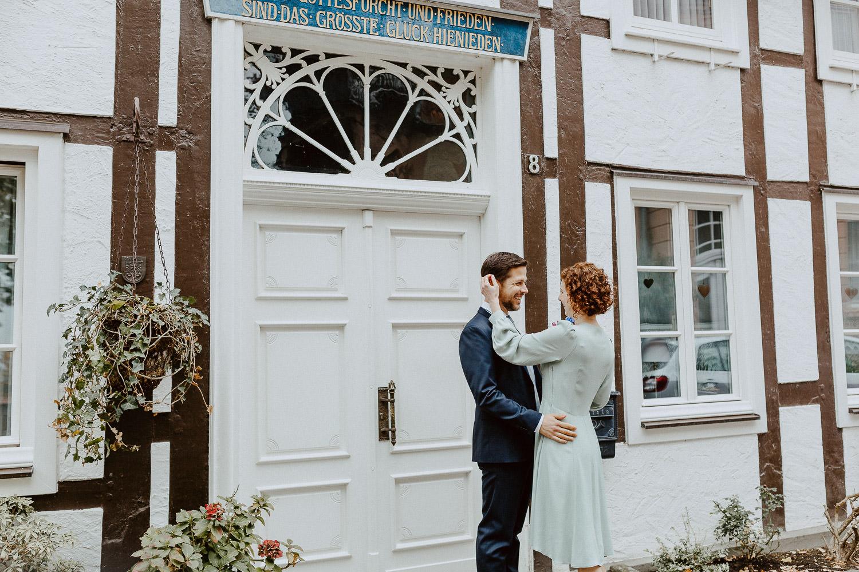 Brautpaar vor Fachwerkhaus Rietberg