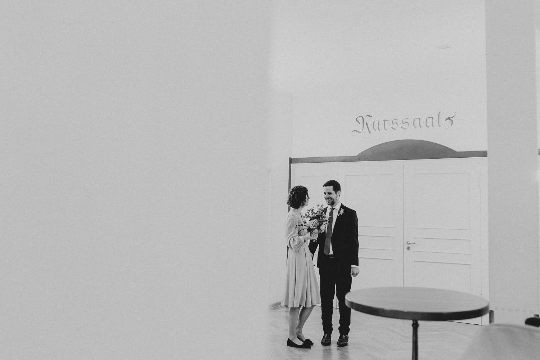 Brautpaar vor Ratssaal Rietberg
