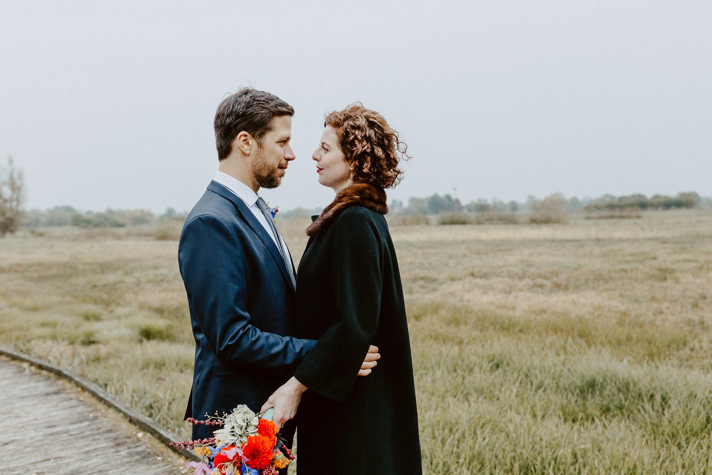 Brautpaar vor Landschaft Rietberg