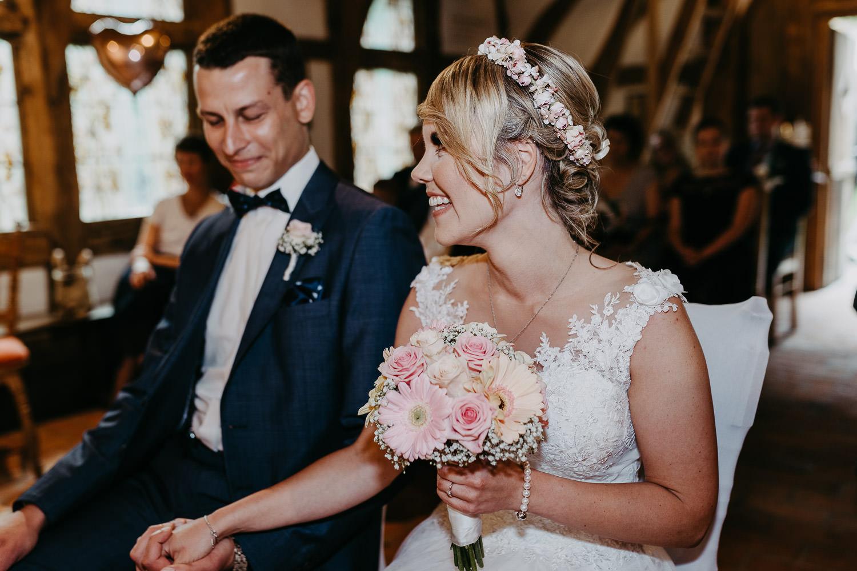 Brautpaar in Hirtenkapelle im gastlichen Dorf Delbrück