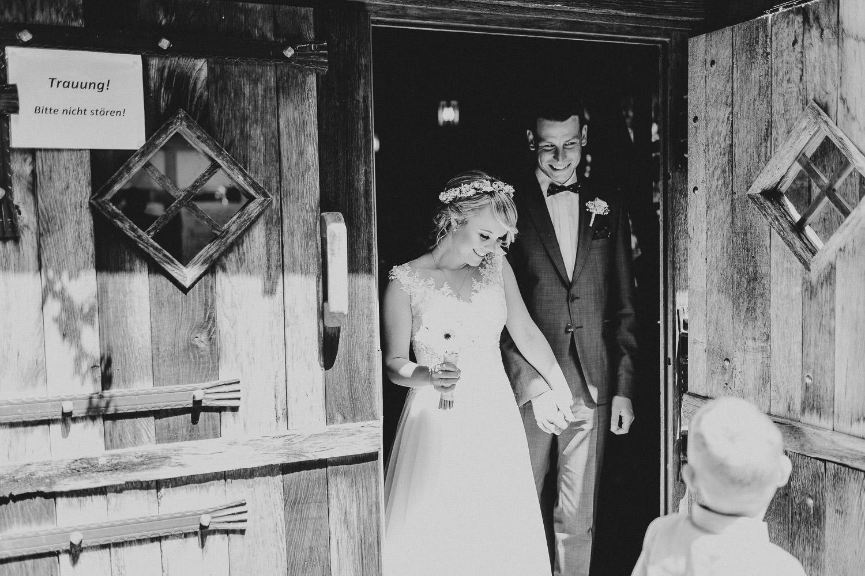 Brautpaar zieht aus Hirtenkapelle aus