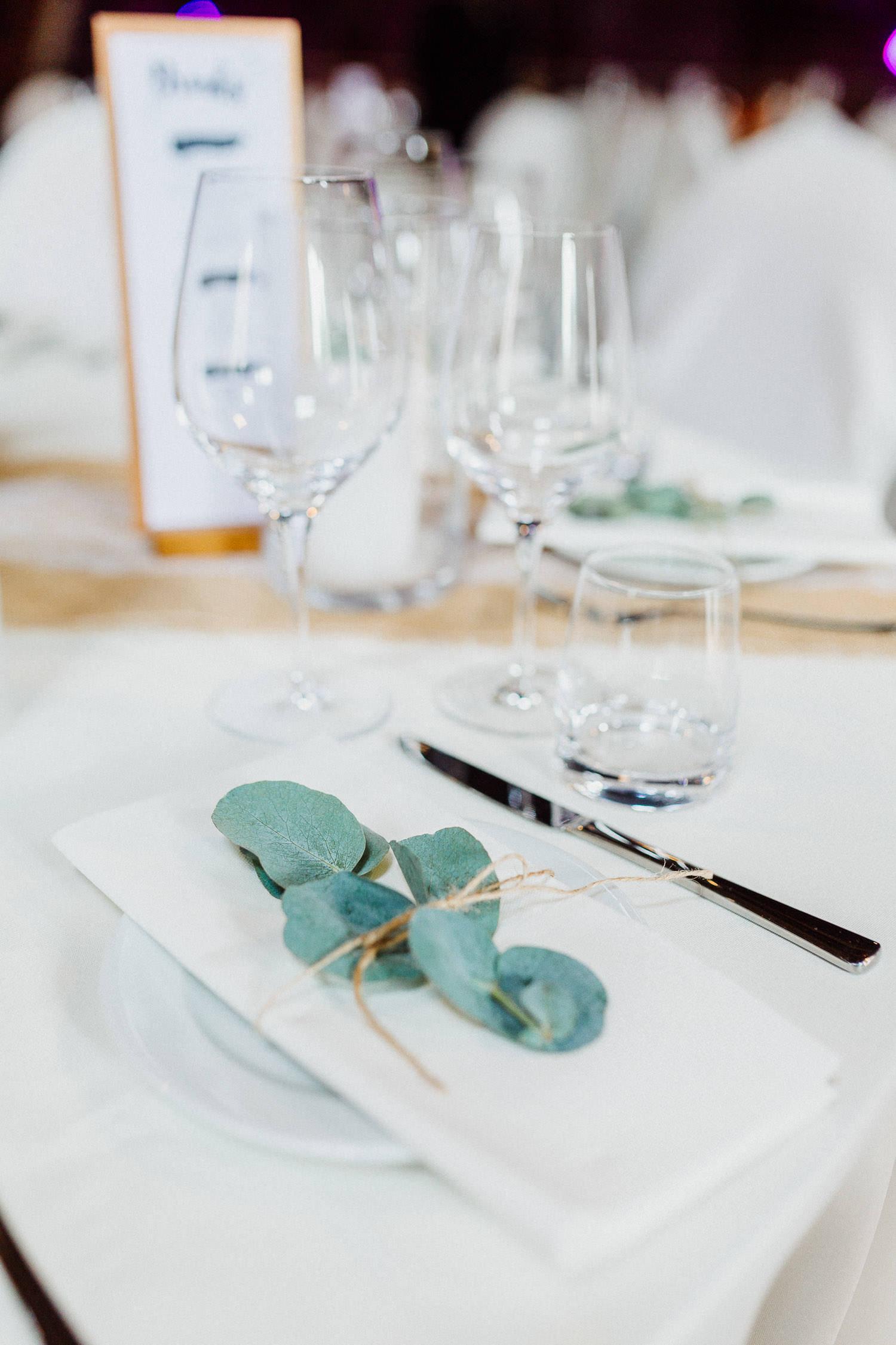 Hochzeits Deko mit Eukalyptus Blatt