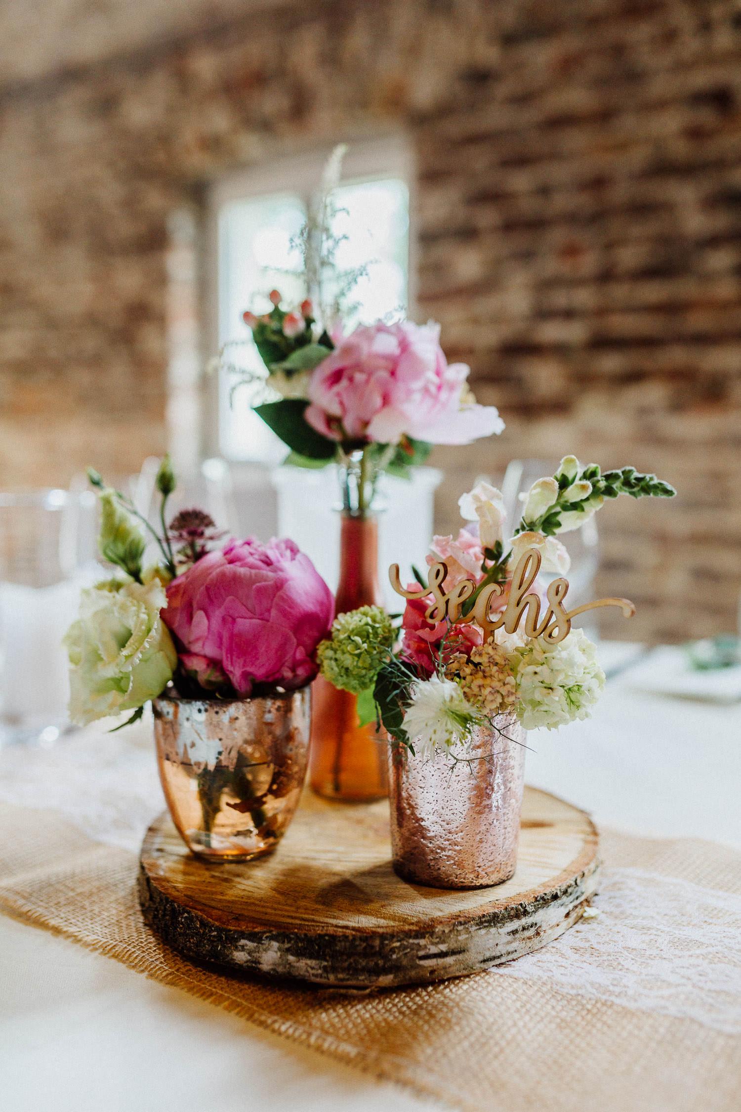 Hochzeitsdekoration mit Sommerblumen Hof Stefen