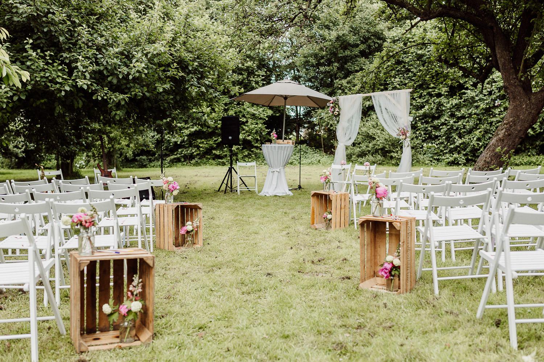 Hochzeitsbogen auf Wiese, Schönsten Orte zum Heiraten in Bielefeld