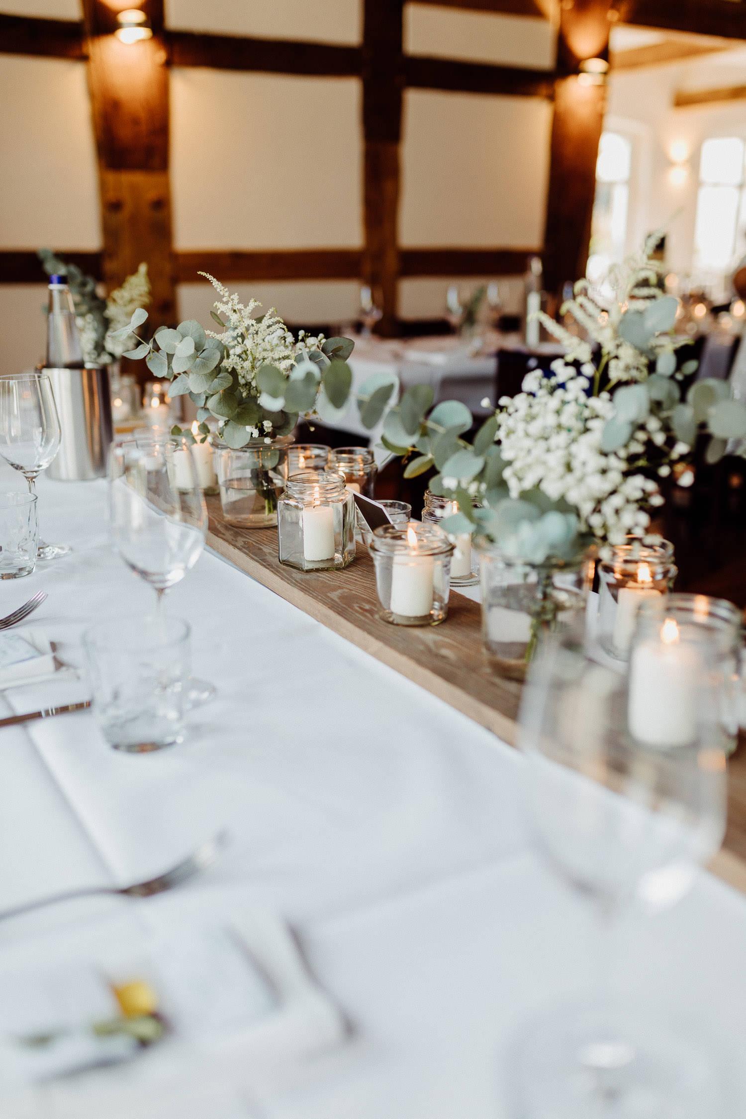Hochzeitsdekoration mit Eukalyptus