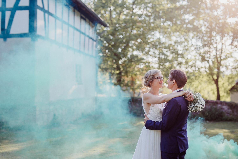 Hochzeitsfotograf Bielefeld mit Rauchbombe