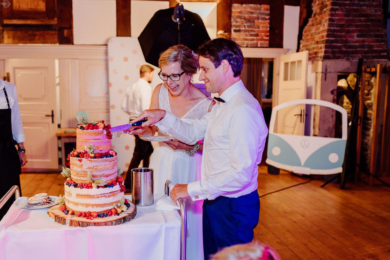 Anschneiden der Hochzeitstorte Hof von Laer