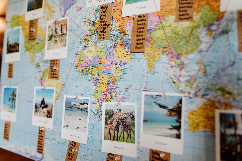 Tischplan als Weltkarte bei Hochzeit