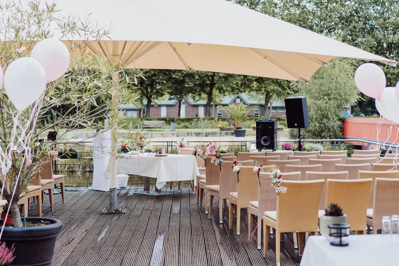 Hochzeit auf Terrasse im Lind am See