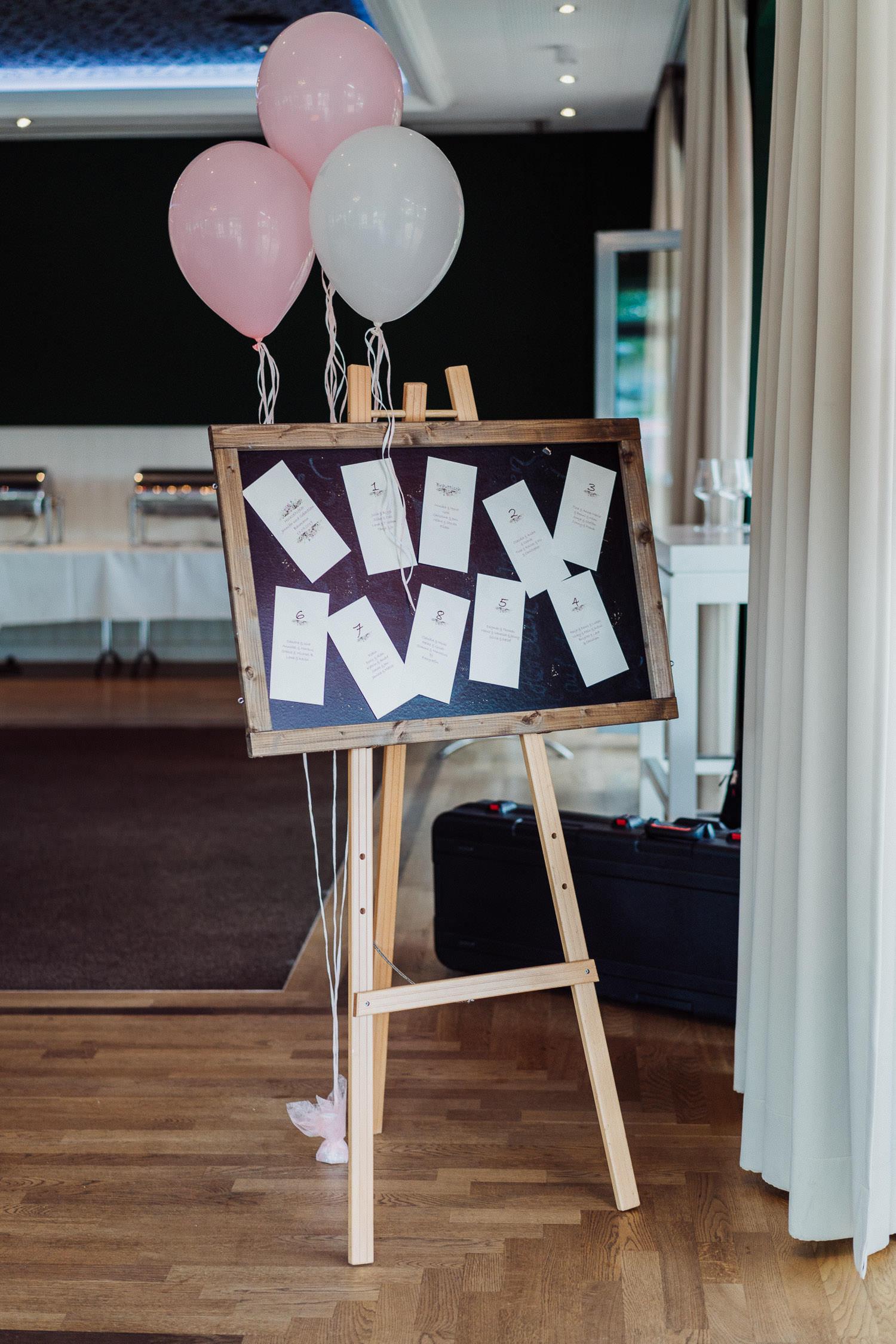 Sitzplan Hochzeit mit Luftballons