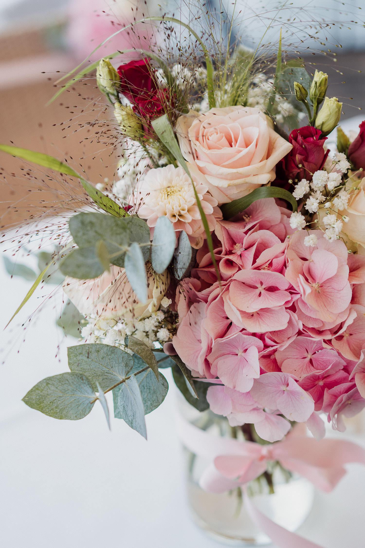 Blumenstrauß mit rosa Hortensien