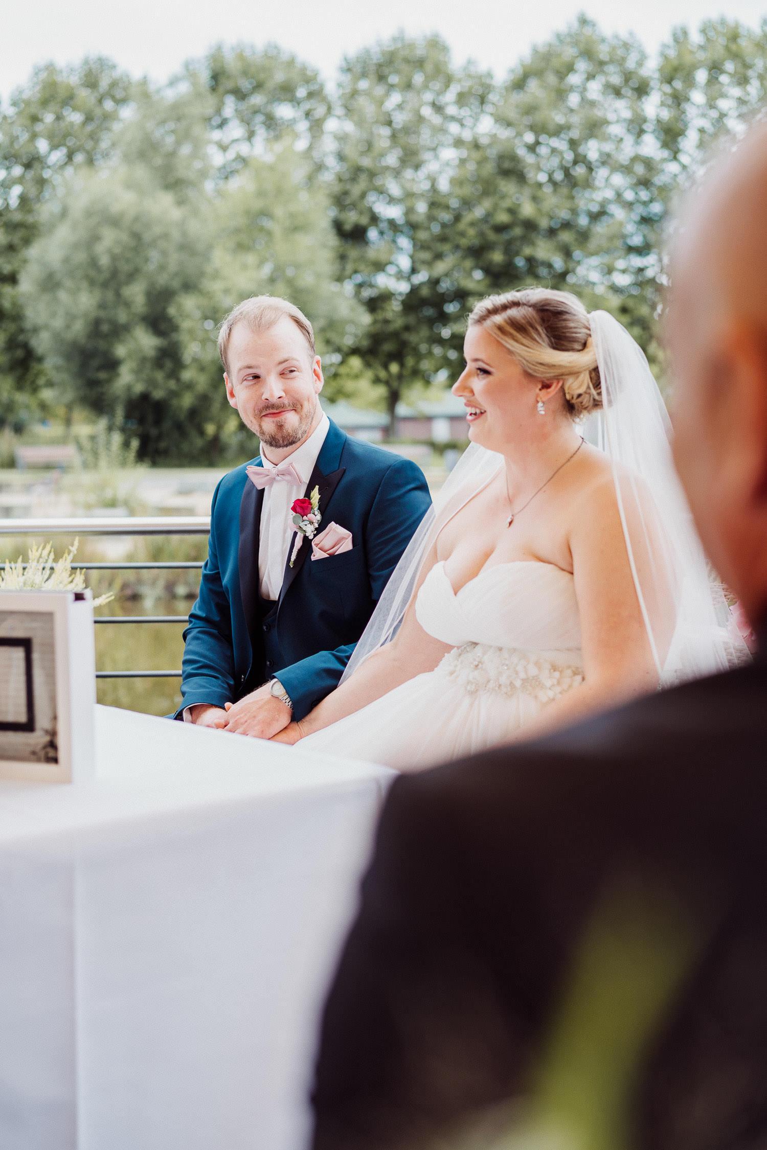 Brautpaar bei der Trauung im Lind am See