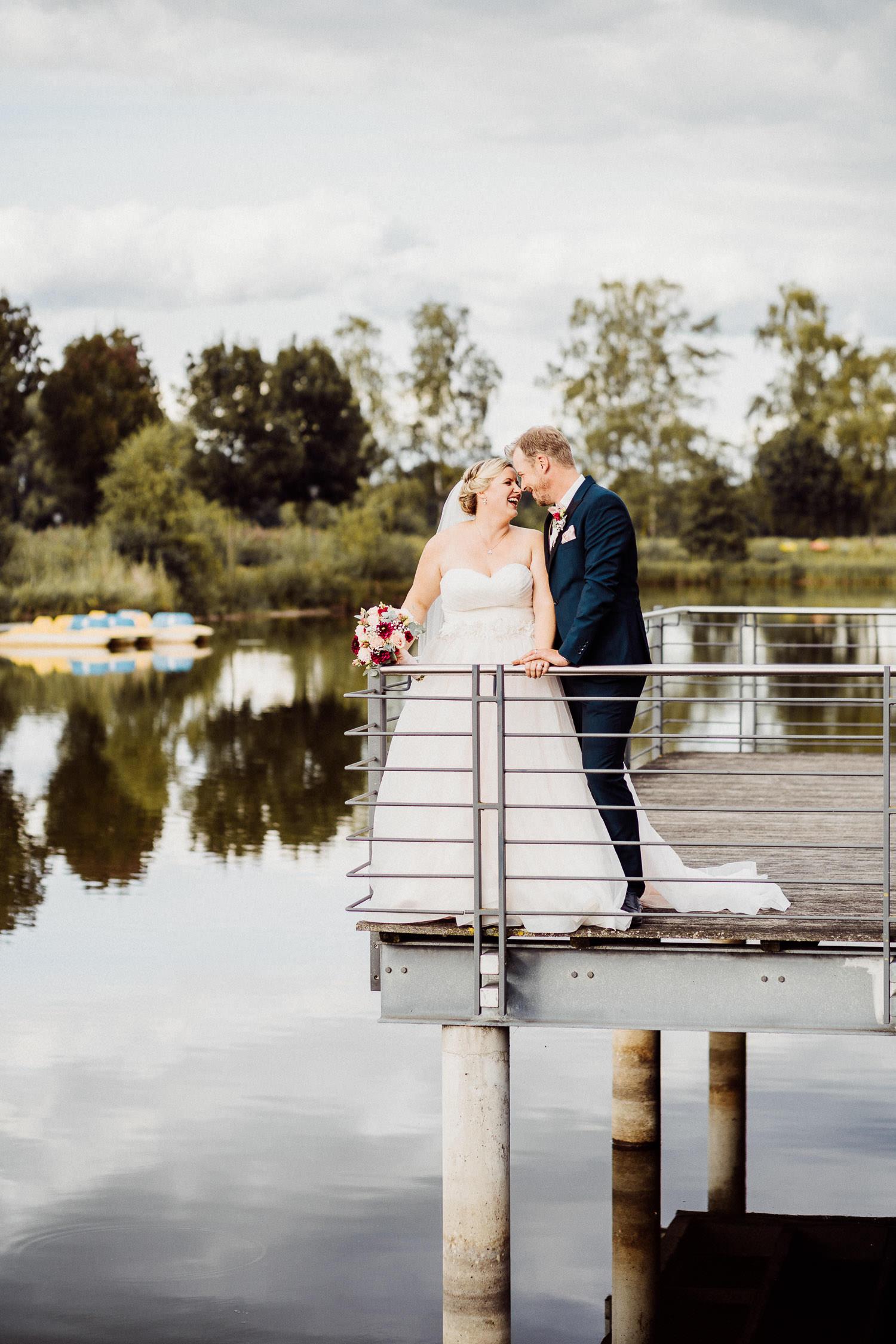 Hochzeitsfoto am See im Gartenschaupark Rietberg Lind