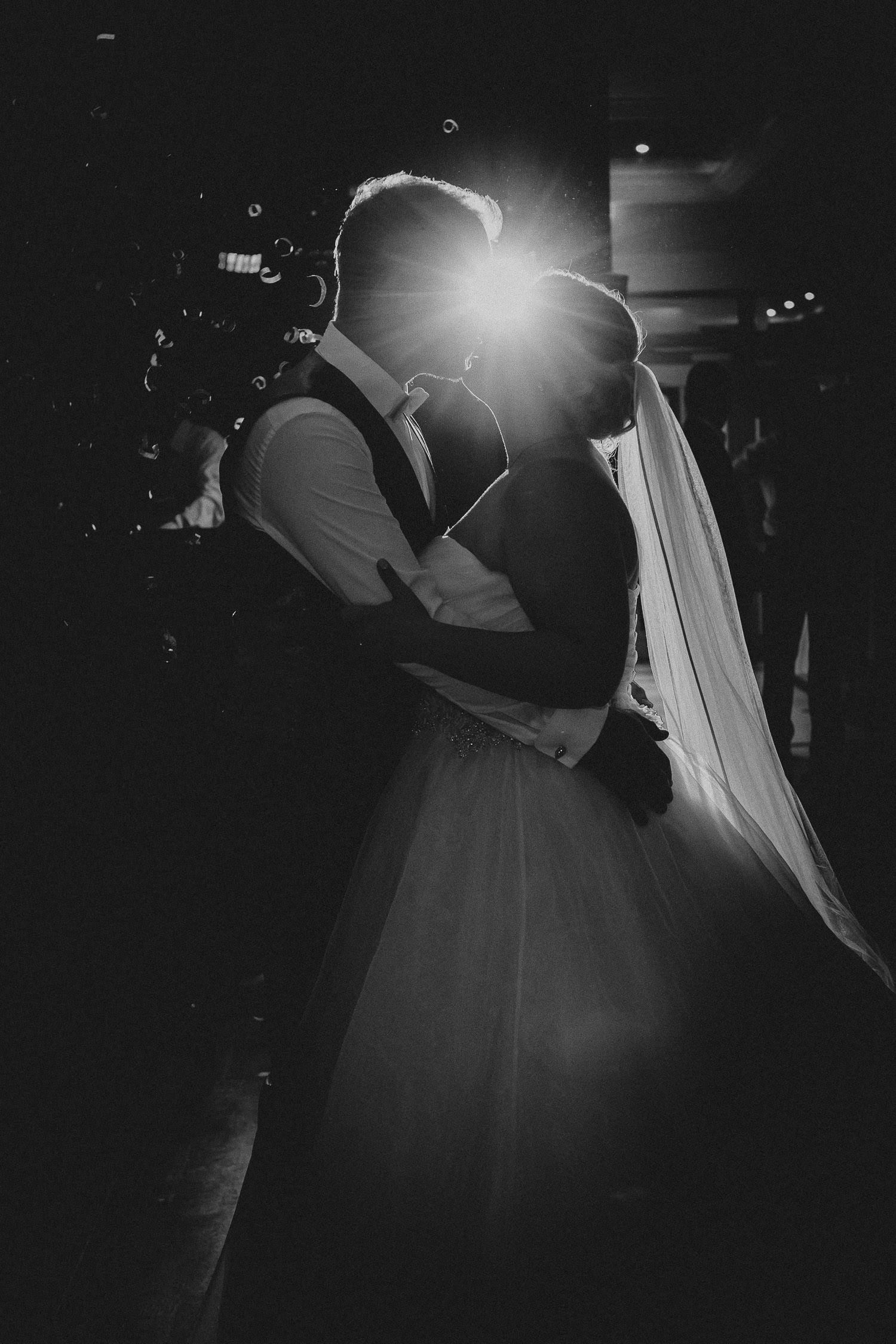 Brautpaar beim Hochzeitstanz im Lind am See Rietberg