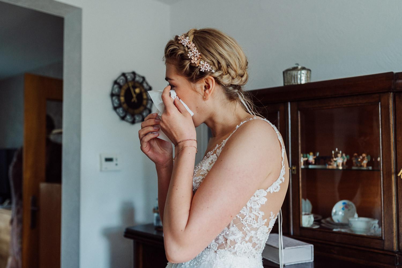 Braut ist zu Tränen gerührt