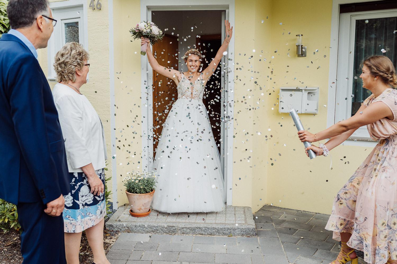 Konfettikanone zum Auszug der Braut