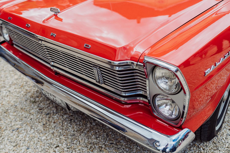 Oldtimer Ford rot bei Hochzeit