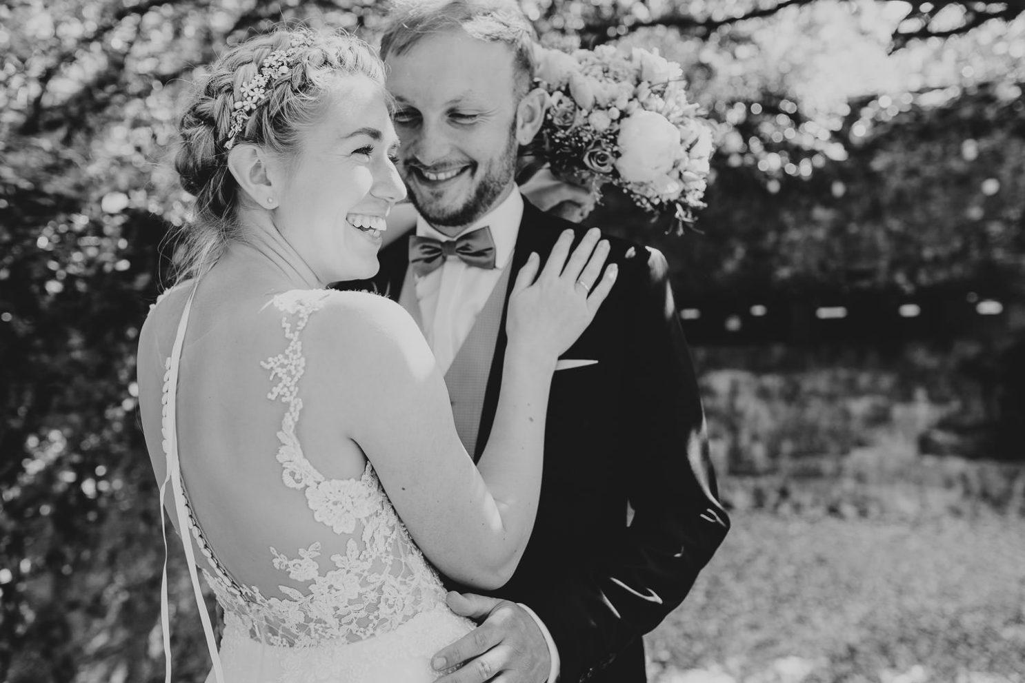Hochzeitsfoto in schwarz weiß Remise Niederbarkhausen