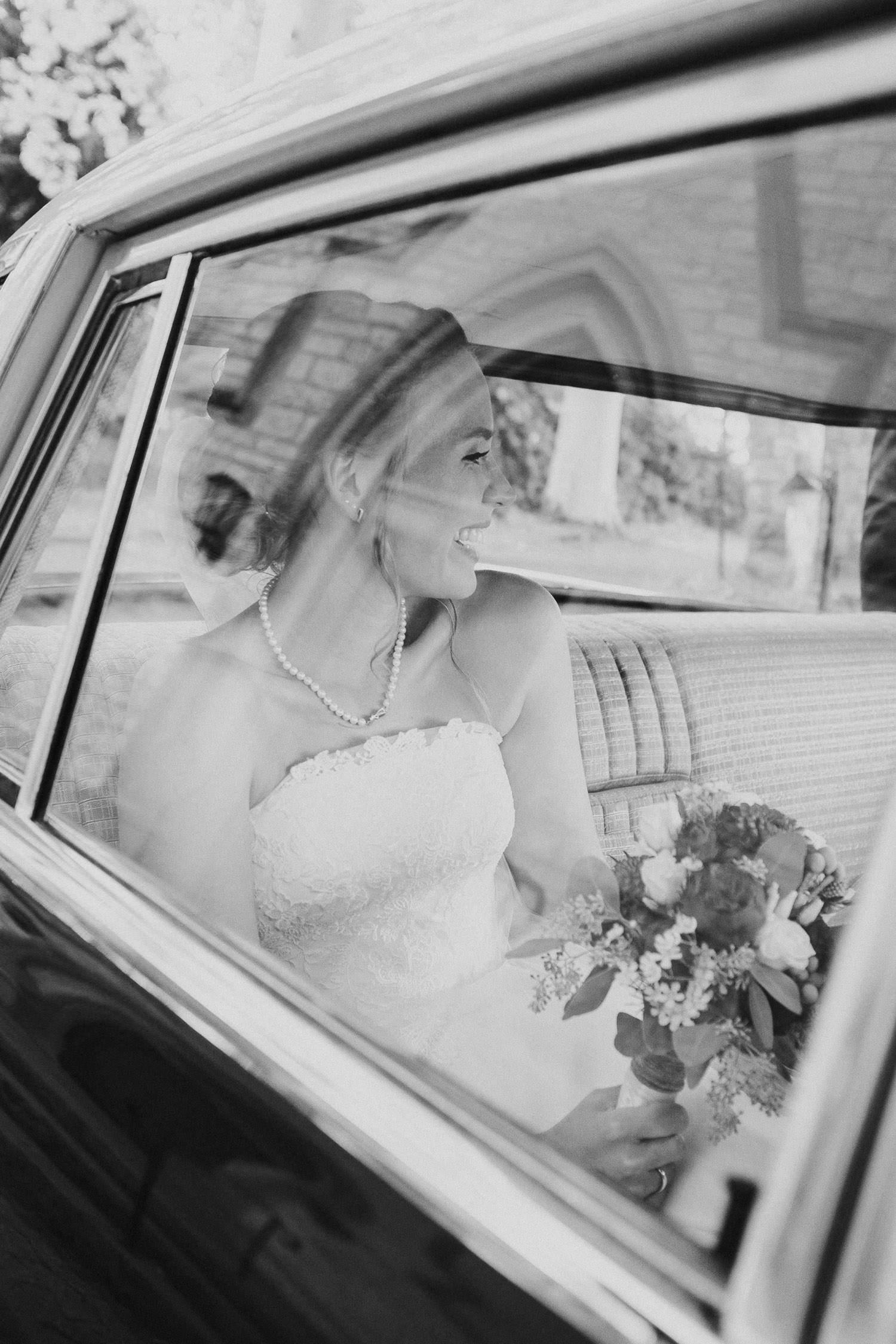 Braut in Brautauto