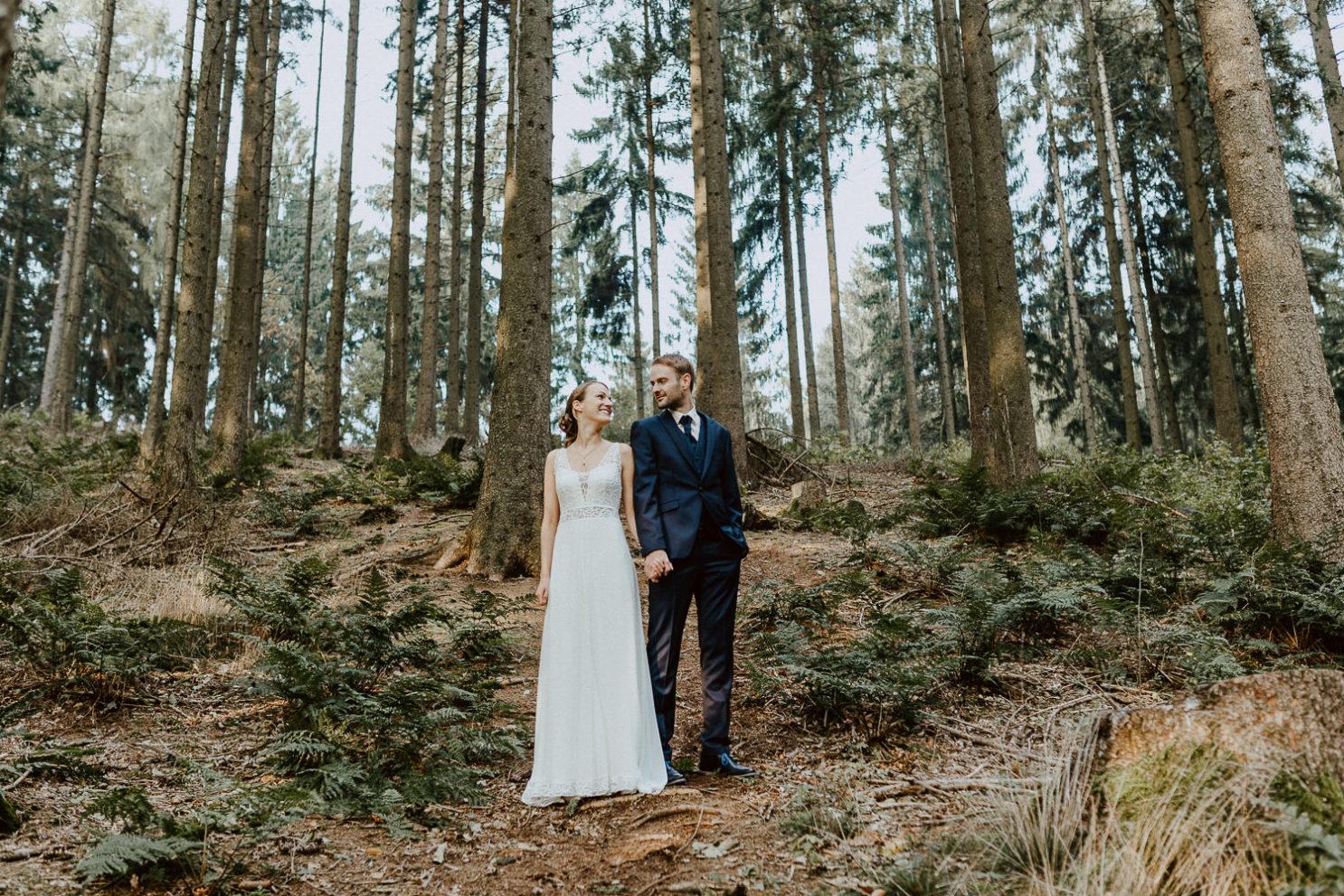 Hochzeitsfoto im Wald an der Waterböhr