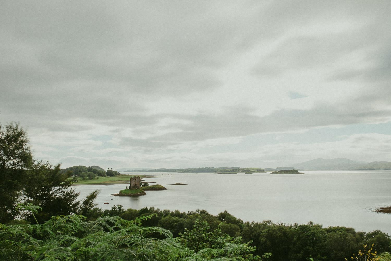 Castle auf kleiner Insel in See Schottland