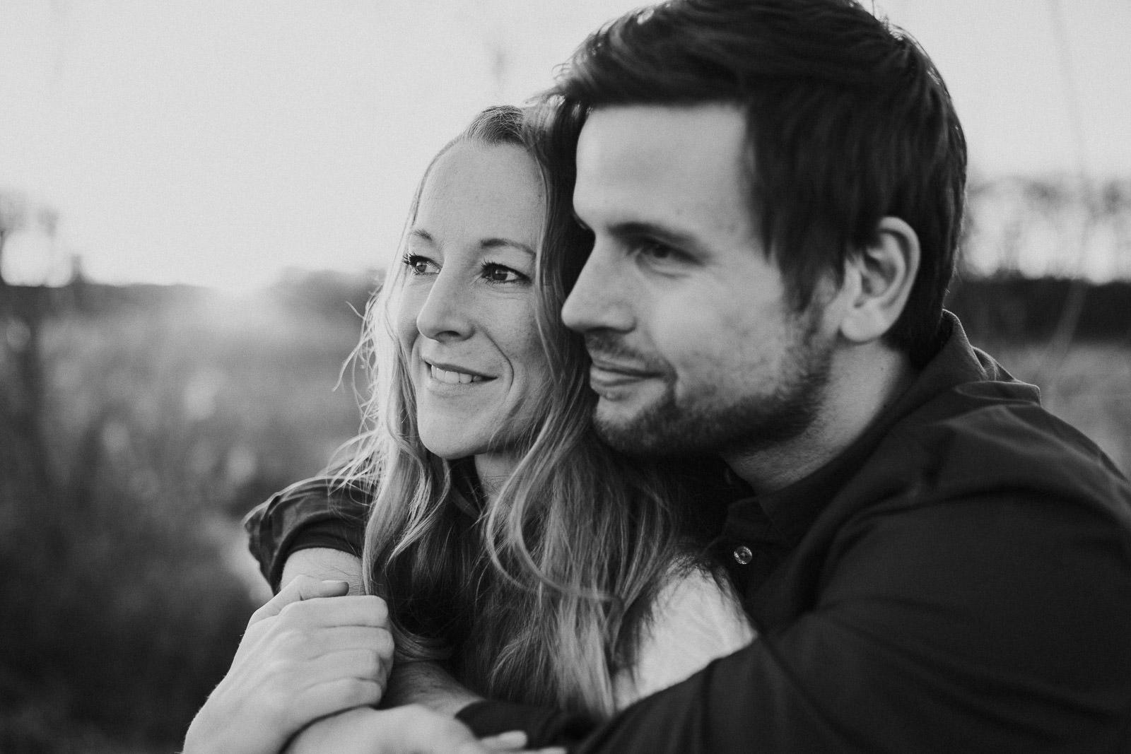 schwarz weiß Verlobungsfotos Bielefeld